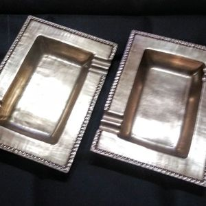 MATCHING PAIR OF SOLID BRASS COFFEE TABLE ASHTRAYS